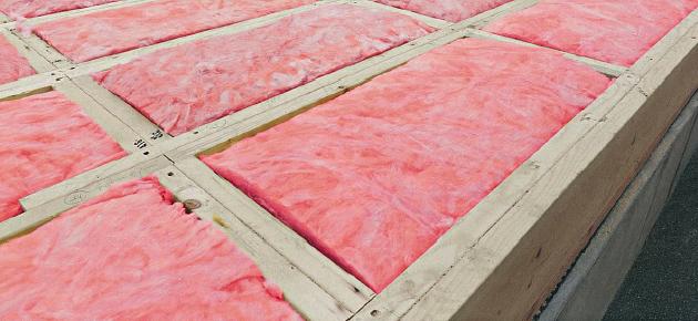 高密度なグラスウールを断熱材として採用